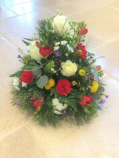 Lovely fresh flower table arrangement - suited for the coffee table, dinner party or as an 'instant' floral gift - created by Willow House Flowers Aylesbury florist - www.willowhouseflowers.co.uk