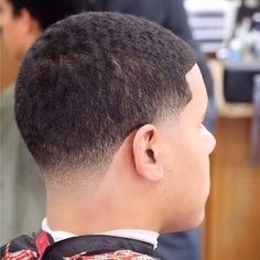 Taper on @kingxlightskin ! Black Men Haircuts, Cool Mens Haircuts, Black Men Hairstyles, African Men Hairstyles, Black Hair Fade, Barber Haircuts, Men's Haircuts, I Like Your Hair, Taper Fade Haircut