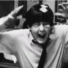 Paul was so young and boyish back then! Paul was so young and boyish back then! Paul Mccartney Beatles, Paul Mccartney Quotes, My Love Paul Mccartney, Paul Mccartney Young, Beatles Funny, Beatles Love, Beatles Photos, Beatles Band, John Lennon