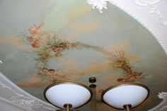 ceiling painted with cherubs and garland Ceiling Painting, Ceiling Murals, Sky Painting, Fabric Painting, Beautiful Wall, Beautiful Homes, Decoration, Art Decor, Flower Ceiling