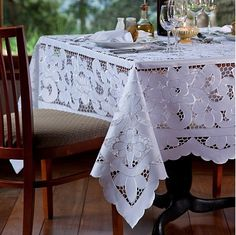 This post was discovered by Olga Eyter. Discover (and save!) your own Posts on Unirazi. Cutwork Embroidery, Embroidery Patterns, Crochet Tablecloth, Linens And Lace, Slipcovers, Diy And Crafts, Cross Stitch, Pillows, Sewing