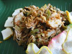 Lotek -  Bandung. (Raw veggies served w/ peanut sauce, and crackers - West Java, Indonesia)