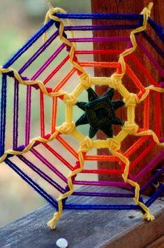 Articles similaires à Super Nova sur Etsy Dream Catcher Mandala, Dream Catcher Art, Yarn Crafts, Decor Crafts, God's Eye Craft, Diy Dream Catcher Tutorial, Free Macrame Patterns, Yarn Painting, Gods Eye