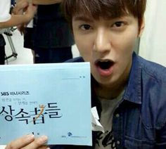 Lee Min-ho looks as young as ever. Lee Min-ho posted a picture of himself holding the script of 'Those Who Want the Crown, Withstand the Weight of it - The Heirs' and said, 'Heritors! One who wants to wear the crown, bear the crown. First filming day'. Lee Min Ho, Asian Actors, Korean Actors, Korean Dramas, Korean Celebrities, High School Drama, Choi Jin, Krystal Jung, Kim Woo Bin