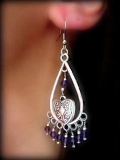 Orecchini lunghi a forma di goccia con swarowski pendenti color viola e cuore…