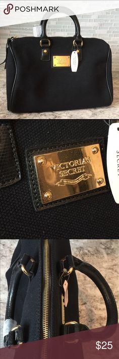Victoria Secret Purse!  NWT Victoria Secret Purse! Victoria's Secret Bags Shoulder Bags