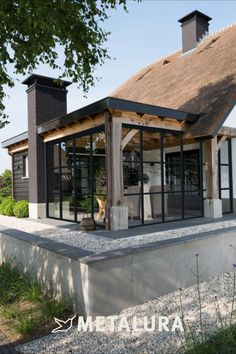 Casa Patio, Pergola Patio, Thatched House, House Extension Design, Townhouse Designs, Backyard Pool Designs, Patio Makeover, Backyard Retreat, Modern Architecture House