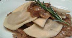 Um dos pratos servidos no jantar de Rosh Hashana são os varenikes, massa recheada com purê de batatas com molho de cebolas. A RED Boutique oferece o prato (R$ 16,50 por 500 g) como um dos carros-chefes da loja (R. José Maria Lisboa, 1.320, São Paulo, SP. Tel.: 11 3872-2993)