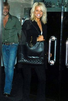 Jessica Simpson | shoulder length blonde hair