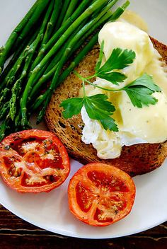 poached eggs Egg Photo, Incredible Edibles, Menu Restaurant, Poached Eggs, Salmon Burgers, Food Inspiration, Great Recipes, Nom Nom, Healthy Eating