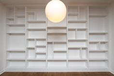 Bespoke-fitted-bookcase-with-random-shelves-by-Custom-Carpentry-1.jpg (1200×800)