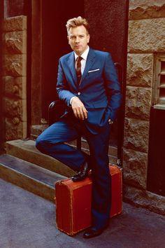 Ewan McGregor in a dapper blue suit. Ewan Mcgregor, Mcgregor Suits, Der Gentleman, Gentleman Style, Scottish Actors, Ben Barnes, Men Tumblr, Raining Men, Rolex Submariner