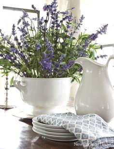 Lavender and white!    Via verdigris Vie