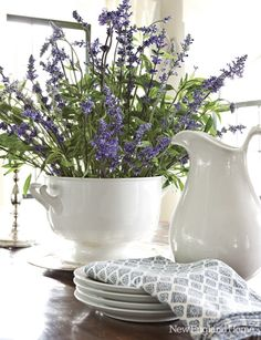Lavender and white!    Via verdigris Vie