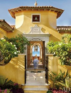 Entrance Courtyard :: A vacation home in Mexico by Marshall Watson :: Architectural Digest