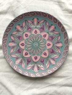 Mandala Art, Mandala Drawing, Mandala Painting, Dot Art Painting, Ceramic Painting, Ceramic Art, Painted Ceramic Plates, Decorative Plates, Pottery Plates