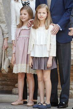 Spanish Infanta Sofia (L) and Princess Leonor (R) attend the 2015 Easter Mass at the Cathedral of Palma de Mallorca in Palma de Mallorca, Spain