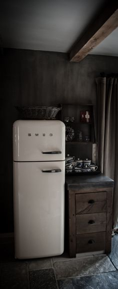 smeg fridge on pinterest kitchens white kitchens and appliances. Black Bedroom Furniture Sets. Home Design Ideas