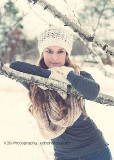 Photography friends snow senior pictures 19 Ideas - Photography friends snow senior pictures 19 Ideas You are in the right place about Senior Pictures b - Snow Senior Pictures, Friend Senior Pictures, Cute Poses For Pictures, Unique Senior Pictures, Senior Photos, Grad Pictures, Senior Portraits, Graduation Picture Poses, Senior Picture Outfits