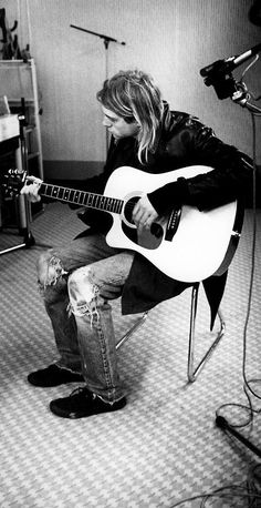 Kurt Cobain. This man was one beautiful mother fucker... ughhh why do all the talented and good looking ones die young?  :(