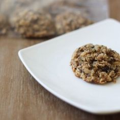 Lactation cookies to boost milk supply. Perfect little gift for new moms! www.fitnessista.com