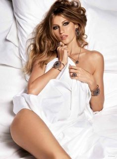 Gisele Bundchen Poses In Nothing But Bed Sheets And Jewelry For Vivara