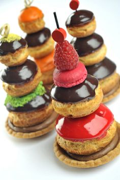 "Eclairs - Macarons - ""Who created me, then He has shown me the way: And He Who gives me to eat and gives me to drink. French Desserts, Köstliche Desserts, Delicious Desserts, Dessert Recipes, Patisserie Fine, French Patisserie, Eclairs, Profiteroles, Christophe Roussel"
