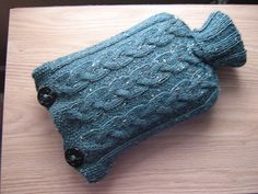 Free pattern: one-piece cosy for a standard sized hot water bottle.
