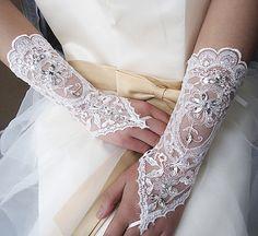 Mitaines gants dentelle Embroideried mariée par ShieldBeads sur Etsy