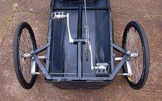Carrinho com pedal de bicicleta