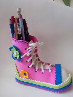 My Breanna would like this! LOL Van Marie ~ Zapato en Goma Eva