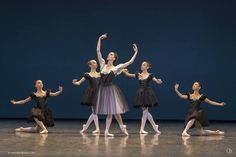 Laura Hecquet dans Mozartiana chorégraphie de George Balanchine | Ballet | Pinterest http://ift.tt/2f8pDf4 #OperaDeParis #PalaisGarnier #LauraHecquet #Danse #Photo