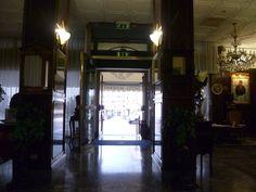 l'entrata dell'Hotel Minerva che conduce all'ampia Hall dove i Nostri Ospiti si possono rilassare