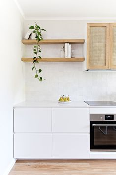 Top 5 Inexpensive Family Room ideas Monday inspiration from with this drop dead gorgeous kitchen transformation I'm obsessed with the rattan cabinetry details! Kitchen Inspirations, Interior, Home, Interior Design Kitchen, House Interior, Flatpack Kitchen, Kitchen Transformation, Interior Design, House And Home Magazine