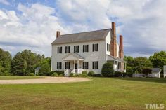 80 Amazing Plantation Homes Farmhouse Design Ideas - Page 54 of 78 - Afifah Interior Southern Farmhouse, Farmhouse Design, Southern Style Homes, Plantation Style Homes, Oak Lawn, Southern Plantations, Old House Dreams, Historic Homes, Old Houses