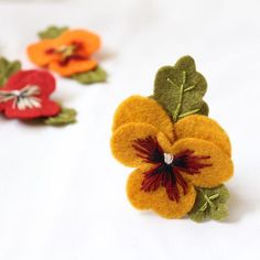 Pansy Brooches Hand Embroidered Felt Pansy Brooch in Mustard Mustard Felt Flowers, Diy Flowers, Fabric Flowers, Paper Flowers, Floral Flowers, Handmade Felt, Handmade Flowers, Felt Succulents, Felt Gifts