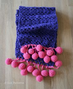 Crochet scarf with bubble fringe by Luz Mendoza