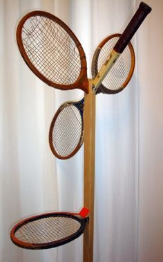 'Mr & Mlle', 2 french designers from Nantes made this coat hanger out of old wooden tennis rackets. Recycled Furniture, Furniture Projects, Furniture Decor, Tennis Crafts, Tennis Shop, Tennis Funny, Tennis Humor, Reuse Recycle, Coat Hanger