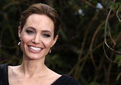 """Angelina Jolie: Eine gute böse Fee - Als dunkle Fee in Disneys Dornröschen-Adaption """"Maleficent"""" im Kino tut sich Angelina Jolie derzeit selbst einen Gefallen: """"Grundsätzlich spiele ich die ,Lieben' gar nicht gern"""", sagt die 1975 in Los Angeles geborene Schauspielerin und Drehbuchautorin im OÖNachrichten-Interview. Mehr zur Person: http://www.nachrichten.at/nachrichten/meinung/menschen/Angelina-Jolie-Eine-gute-boese-Fee;art111731,1400623 (Bild: Reuters)"""