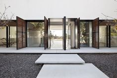 Kfar Shmaryahu House by Pitsou Kedem Architects #home #design #contemporaryarchitecture