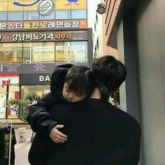 Resultado de imagem para korean couple ulzzang having ice cream Cute Asian Babies, Korean Babies, Asian Kids, Cute Babies, Father And Baby, Dad Baby, Baby Boy, Ulzzang Kids, Ulzzang Couple