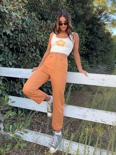 Discover recipes, home ideas, style inspiration and other ideas to try. Cute Casual Outfits, Retro Outfits, Vintage Outfits, Hippie Outfits, 90s Style Outfits, Surfer Girl Outfits, Vintage Chic Fashion, 90s Inspired Outfits, 70s Inspired Fashion