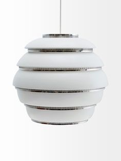 The Beehive Pendant Light is by the Finnish brand Artek. This stunning light is available in brass or chrome finishes. Alvar Aalto, Outdoor Wall Lantern, Outdoor Wall Lighting, Home Lighting, Lighting Ideas, Recessed Ceiling Lights, Ceiling Lamp, Scandinavian Pendant Lighting, Scandinavian Interior