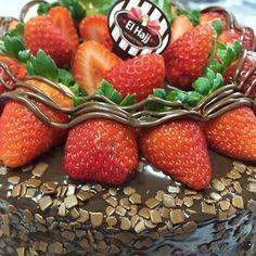 Torta Trufada de Morango com Nutella ! #confeitariaelhajj by confeitariaelhajj http://ift.tt/1Rxiuis