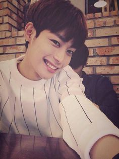 Name: Oh Hee Jun 오희준                     Birthday: 05/08/96                       Height: 5ft 10in (178 cm)             Weight: 130 lbs (59kg)                    Blood Type: B