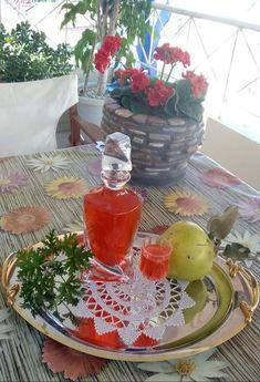 Λικέρ Κυδώνι !!!! ~ ΜΑΓΕΙΡΙΚΗ ΚΑΙ ΣΥΝΤΑΓΕΣ 2 Table Decorations, Food, Home Decor, Decoration Home, Room Decor, Essen, Meals, Home Interior Design, Yemek