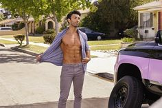 Justin Baldoni's New Shirtless Photos for 'Jane The Virgin' Are So Hot!: Photo Justin Baldoni is baring his ripped body for an upcoming episode of Jane the Virgin and we have the hot shirtless stills now! Justin Baldoni, Jane The Virgin Rafael, Jane And Rafael, Evan Peters Shirtless, Rafael Solano, Andrew Mccarthy, Cute Actors, Ex Husbands, Film Serie