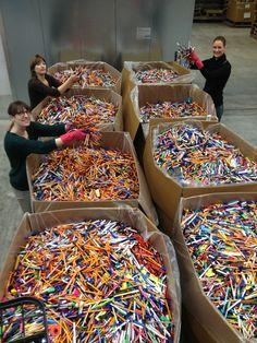 So viele bunte Stifte!! Vielen Dank an die fleißigen Sammelteams! #TerraCycle #eco #green #greenthinking #fair #nachhaltig #sustainable #plastik #plastic #waste #art #recycling