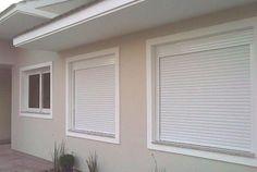 Veja nossa seleção com 50 tipos e modelos de janelas utilizados em construções. Main Door Design, House, Metal Window Blinds, L Shaped House, House Styles, Window Design, Home Decor, House Designs Exterior, Home Interior Design