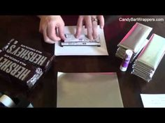 How to wrap a chocolate bar with foil and personalized wrapper. Chocolate Wrapping, Chocolate Diy, Custom Chocolate, Wedding Candy Table, Candy Wedding Favors, Personalized Candy Bars, Personalized Chocolate, Chocolate Bar Wrappers, Candy Bar Wrappers